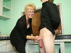 Milf Tracy Handjob Facial
